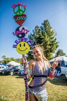 Totems are a staple in the festival culture. While a major purpose for a totem is to serve as a meeting point or used to find lost friends, they can be so much more than [. Festival Camping, Festival Gear, Rave Festival, Hippie Festival, Festival Outfits, Festival Fashion, Diy Fest, Music Images, Rave Outfits