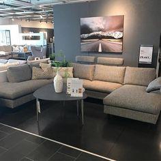 Ta med deg Frisco inn i evigheten #simplicity #funkis #theca #nordiskstil #dekor #frisco #sofa #interior123 #nordiskhjem #bohus #mittbohushjem #danskdesign #kvalitet #drømmesofa Sofa, Couch, Tv, Furniture, Instagram, Home Decor, Living Room, Settee, Settee