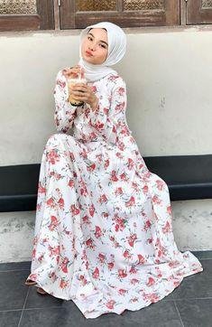 Beautiful Muslim Women, Beautiful Hijab, Lorde, Blonde Beauty, Hijab Fashion, Casual Outfits, High Neck Dress, Sexy, Blog