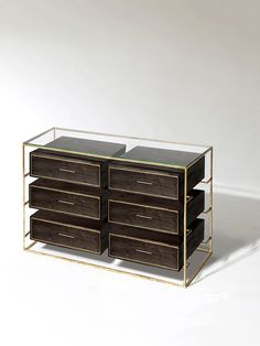 Camiseiro 'Floating Double Row Dresser'