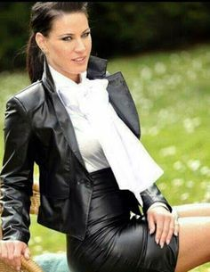 More lovely ladies clad in luscious, luxurious leather pencil skirts: . Satin Pencil Skirt, High Waisted Pencil Skirt, Black Leather Skirts, Leather Dresses, Leather Pencil Skirts, Pencil Dress Outfit, Pencil Dresses, Leder Outfits, Bow Blouse