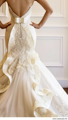 wedding dress bow wedding gown -- kind of reminds me of the back of my wedding dress! Stunning Wedding Dresses, Wedding Dresses 2014, Wedding Attire, Beautiful Dresses, Gorgeous Dress, Unique Wedding Gowns, Lace Wedding Gowns, Trendy Wedding, Wedding Dresses Fit And Flare
