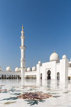 3 Days in Abu Dhabi – What to See and Do Sheikh Zayed Grand Mosque, Abu Dhabi, Vereinigte Arabische Emirate Mecca Wallpaper, Islamic Wallpaper, Beautiful Mosques, Beautiful Places, Abu Dhabi, Mekka Islam, Medina Mosque, Mecca Kaaba, Mosque Architecture