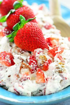 Strawberry Pecan Pretzel Salad is one of the MOST POPULAR recipes. It's cool and creamy with caramelized brown sugar pretzels and diced strawberries. This dessert salad is perfect for every occasion from summer barbecues to holiday dinners! Dessert Salads, Fruit Salad Recipes, Strawberry Recipes, Fruit Salads, Strawberry Summer, Jello Salads, Fun Fruit, Strawberry Patch, Köstliche Desserts