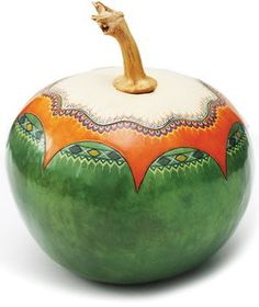 Шкатулка из тыквы, изготовлена мастером Guerrero (Мексика)