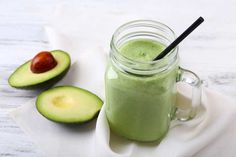 Creamy avocados are a mighty food that offers loads of healthy good-for-you fats for the keto diet. Here are 17 easy and filling keto avocado recipes to add Avocado Smoothie, Smoothie Detox, Juice Smoothie, Vegan Keto, Keto Smoothie Recipes, Keto Recipes, Keto Foods, Keto Snacks, Keto Calculator