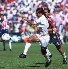 """¡Gol del Necaxa! Salvador """"Chava"""" Cabrera hace el primero de Necaxa."""