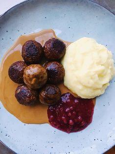 Vegetarian balls with homemade mashed potatoes & gravy