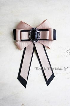 With Instructions : Master class on assembling jewelry: Stylish brooch made from rep ribbon Diy Bow, Diy Ribbon, Fabric Ribbon, Ribbon Crafts, Ribbon Bows, Fabric Flowers, Ribbon Flower, Ribbons, Ribbon Jewelry
