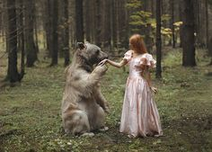 「ある日森のなかクマさんに出会った♪」を忠実に実写化! 野生の生き物×美少女のうっとりメルヘン写真…合成なんかじゃないんだからッ!!!