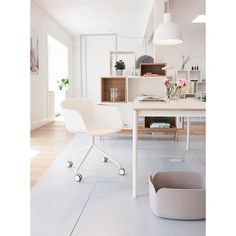 The white on white office setting in the Muuto showroom. The FIBER chair, BASE table and UNFOLD lamp combined in a clean and minimalistic work station. Image taken by @benjaminln #muutodesign #newnordic #newperspective #scandinaviandesign