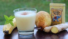 Smoothie de pera, plátano y agua de coco