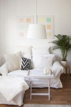 weie couch mit kissen und decken in schnem berliner wohnzimmer wohnen in berlin - Wohnzimmercouch