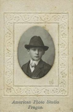 Franz Kafka, aged 13 (June [photo taken on the occasion of his Bar mitzvah] Old Photos, Vintage Photos, The Doors Of Perception, Old Portraits, Writers And Poets, Modern Artists, Bar Mitzvah, Famous Artists, Vintage Photography