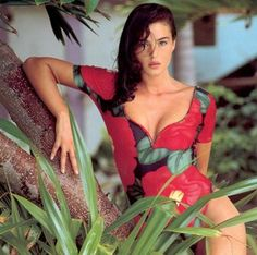 Icon of Italy: 40 Stunning Photos of Young Monica Bellucci in the ~. - Lovas Robert -Beauty Icon of Italy: 40 Stunning Photos of Young Monica Bellucci in the ~. Monica Bellucci Fotos, Monica Bellucci Joven, Monica Bellucci Young, Monica Belluci Malena, Italian Actress, Italian Beauty, Actrices Hollywood, Mannequins, Most Beautiful Women
