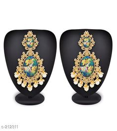Earrings & Studs Traditional Kundan Radha Krishna Earrings  *Material* Alloy   *Size* Free Size   *Description* It has 1 Pair of Earring   *Work* Stone Work (Glossy and Matte Finish)  *Sizes Available* Free Size *   Catalog Rating: ★4.4 (1449)  Catalog Name: Partywear Alloy Earrings Vol 10 CatalogID_21592 C77-SC1091 Code: 362-212311-