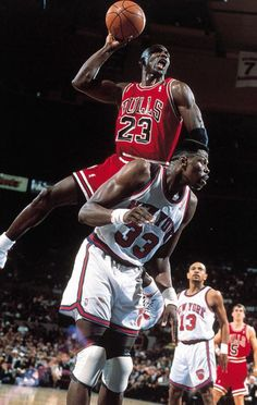Basket-Ball • NBA Players • Michael Jordan & Patrick Erwing •