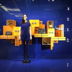 An eye for fashion @louisvuitton #windowdisplay #retaillife #visualmerchandising #visualmerchandiser #vmdaily #louisv #louisvuitton via @ferrazimagem