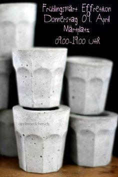 See more ideas about Concrete crafts, Concrete projects and Cement crafts. Cement Design, Cement Art, Beton Design, Concrete Cement, Concrete Furniture, Concrete Crafts, Concrete Projects, Papercrete, Creation Deco