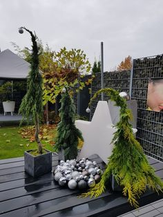 Christmas decoration outside - Garden Decoration Christmas Tree Ideas 2018, Outdoor Christmas Decorations, Modern Christmas, Rustic Christmas, Beautiful Christmas, Holiday Decor, Days Before Christmas, Christmas Holidays, Winter Planter