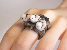 How cute are these mini animal rings ! Artist from Japan Jiro Miura making funny, fine jewelry made from polymer clay. This is tiny beasts. It's amazing