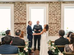 ceremony // bride and groom // charleston wedding // upstairs at midtown // julie livingston photography