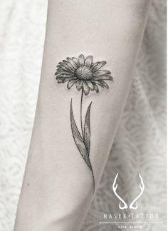 ● H A S E K T A T T O O ● #hasektattoo Contact: ugurhasekin@gmail.com Whatsapp: 05374870121 Small Daisy Tattoo, Daisy Flower Tattoos, Small Tattoos, Dove Tattoos, Body Art Tattoos, Tatoos, Bee Tattoo, Get A Tattoo, Daisy Tattoo Designs