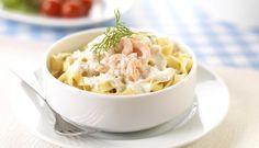 Du trenger bare reker, pasta, kremost og salat, så har du en smakfull middag på bordet. Denne oppskriften kan lett varieres ved å velge en annen kremost.