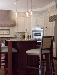 two cabinet colors and granite like ours