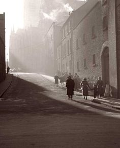 This beautiful morning photo of Dublin some time last century. this street looks like this today! Dublin Street, Dublin City, Old Pictures, Old Photos, Ireland Pictures, Vintage Photos, Irish Celtic, Celtic Pride, Ireland Homes