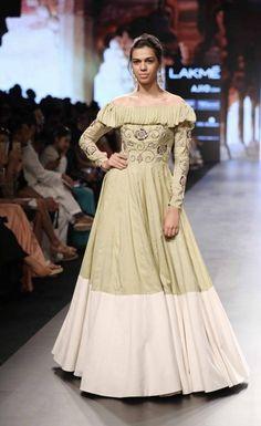 Divya Reddy - Lakme Fashion Week - Day 4 - Look Lakme Fashion Week Website India Fashion Week, Lakme Fashion Week, Runway Fashion, Fashion Outfits, Fashion Weeks, Fashion Styles, Fashion Design, Indian Designer Outfits, Designer Dresses