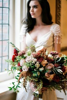 Classic 1920s inspired wedding inspiration in rich tones via Magnolia Rouge
