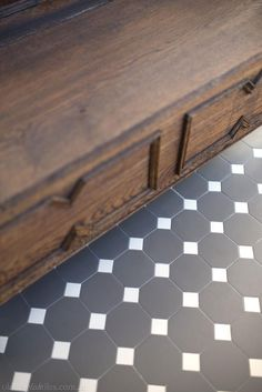 Olde English Tiles' gorgeous tessellated tiled floors can revitalise and transform a tired verandah into a spectacular, welcoming entrance to your home. Modern Entrance, House Entrance, Foyer Flooring, Flooring Ideas, Stenciled Floor, Floor Stencil, Hall Tiles, Porch Tile, Charcoal Walls