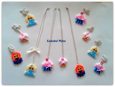 Distintas piezas de hama beads midi.