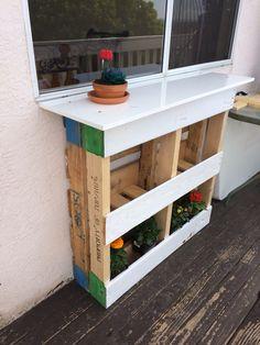 Pallet bar with mini garden