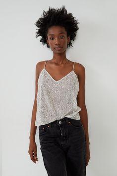 TOP CU PAIETE - TOPURI-FEMEI | ZARA România Tweed, Frilly Shirt, Long Length Shirts, Zara Australia, Sequin Top, Blouse Online, Shirt Blouses, Women's Shirts, V Neck Tops