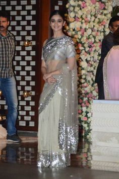 Alia Bhatt at Ambani's Wedding Bash : Alia looked really good in this gray sequin saree with a matching blouse that featured cold shoulder. Her hairstyle and makeup was great. Pink Saree Blouse, Grey Saree, Sari Dress, Sari Blouse Designs, Dress Designs, Indian Look, Indian Wear, Saree Look, Elegant Saree