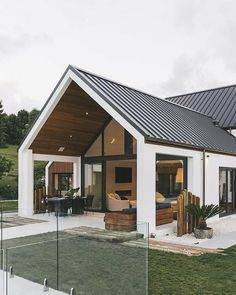 95 Examples Of Amazing Contemporary Flat Roof Design Of A House Beautiful Exterior Ideas for Modern House Design Small Dream House Exterior, Bungalow Exterior, Modern Farmhouse Exterior, Big Houses Exterior, Farmhouse Style, House Roof, Gable House, House Goals, Home Fashion