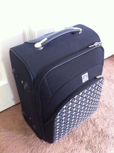 Carry on suitcase  - Pierre Cardin 50x35x25cm (heightxwidthxdepth). Telescopic handle.   $40