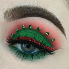 I used palette, glitter and and moon child and firewalker we stacked together! Christmas Makeup Look, Holiday Makeup Looks, Makeup Eye Looks, Beautiful Eye Makeup, Eye Makeup Art, Winter Makeup, Cute Makeup, Eye Makeup Designs, Makeup Challenges