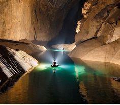 Birlikte Vietnam'da büyüleyici Son Doong mağaranın derinliklerine dalış sağlar. Dünya yaklaşık yedi yıl öncesine kadar bu yer hakkında az şey biliyordum.