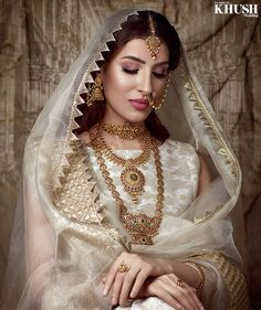 SKR Makeup :: Khush Mag - Asian wedding magazine for every bride and groom planning their Big Day Indian Bridal Outfits, Indian Bridal Fashion, Indian Bridal Makeup, Pakistani Bridal Dresses, Asian Bridal, Nikkah Dress, Bridal Makeup Looks, Bridal Looks, Wedding Makeup