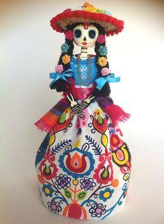 Mexican Catrina Doll. Paper mache catrina doll. por LaCasaRoja