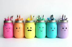 I'm always looking for beautiful ways to organize my art supplies, and mason jars are a great solution. And while I think this project is perfect for keeping your own art supplies in order, they'd also work great in a classroom or a kids' craft area. Pot Mason Diy, Mason Jar Crafts, Kids Crafts, Painted Mason Jars, Mason Jar Painting, Diy For Kids, Diy Gifts, Projects To Try, School Projects
