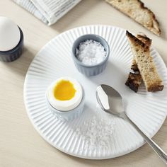 Discover the many different ways of using these charming Hammershøi egg cups. Lay a beautiful table – perhaps for a relaxed brunch with your family.