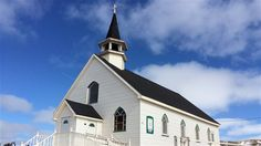 L'église anglicane All Saints Memorial de l'île d'Entrée Quebec, Islands, Saints, Canada, Culture, Mansions, House Styles, Archipelago, Madeleine