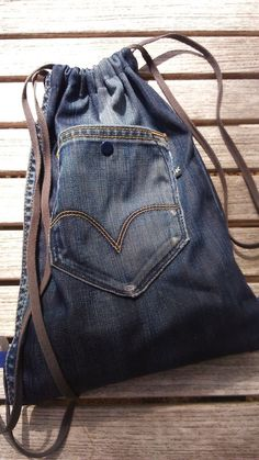 Skinny Jeans Rolled Up . Skinny Jeans Rolled Up Jean Backpack, Diaper Bag Backpack, Denim Tote Bags, Denim Purse, Diy Jeans, Upcycling Shirts, Denim Bag Patterns, Mama T Shirt, Shirt Makeover