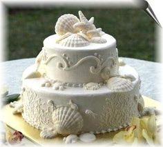 Torta sencilla pero con #decoracion de conchas y estrellas marinas para tu #boda en la playa http://www.bodasmargarita.net