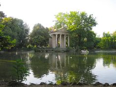 Pond and building in the Villa Borghese.