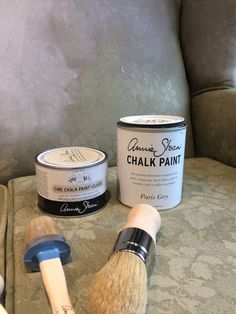 How to Faux Leather Paint Chalk Paint Colors, Annie Sloan Chalk Paint, Paint Furniture, Furniture Makeover, Painted Sofa, Paris Grey, Paint Stain, Furniture Restoration, Home Staging